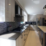 European Kitchen High Gloss Light Kitchen Dark Island Quartz Counter Top